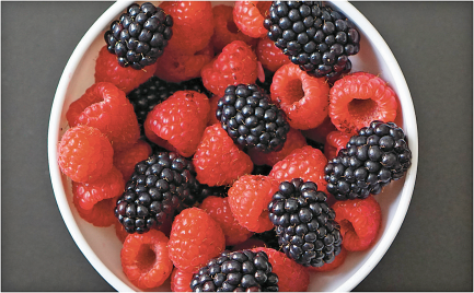 5.6-6 oz. Package Raspberries, Blueberries or Blackberries product image.